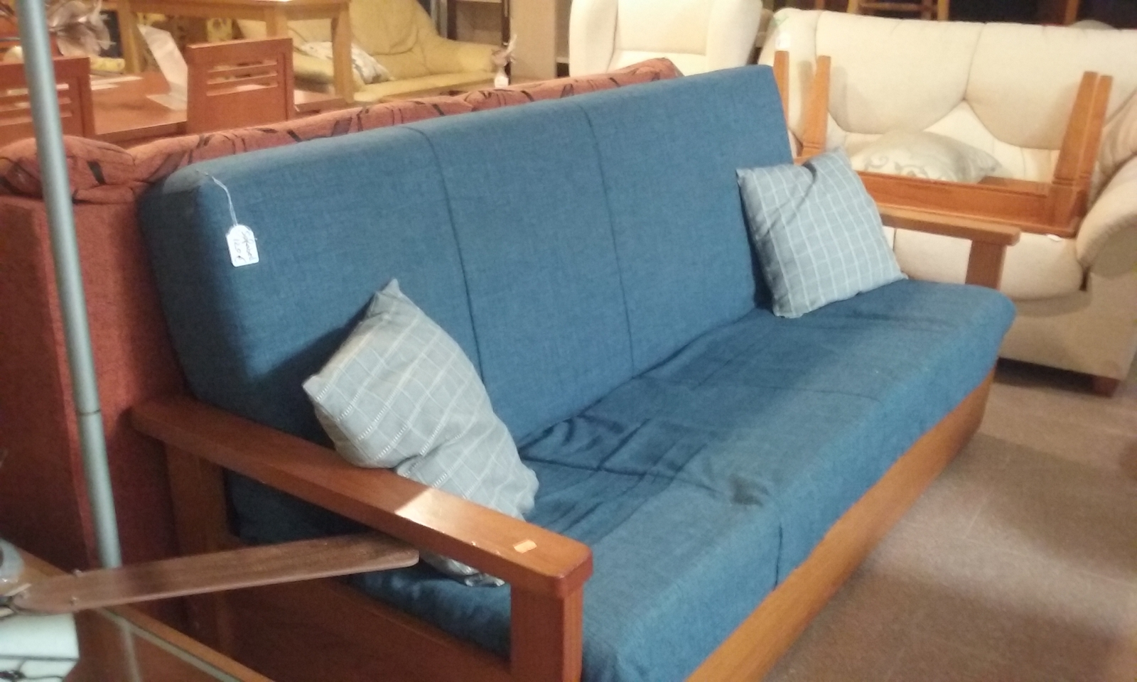 New2you furniture second hand sofas sofa beds for the for Second hand bedroom furniture