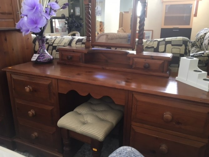 Second-hand furniture Dressing Table, Stool and Mirror, Torrevieja, Spain