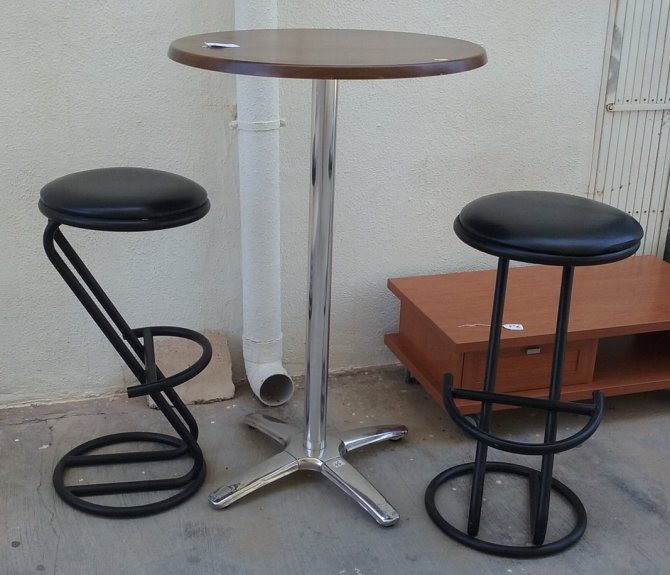 Second-hand furniture Tall Table and Two Stools, Torrevieja, Spain