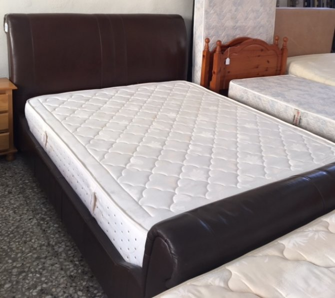 Second-hand furniture Kingsize Leather Bed, Torrevieja, Spain