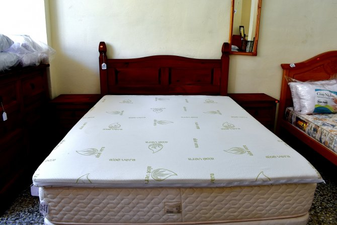 Second-hand furniture Kingsize Mattress Topper, Torrevieja, Spain