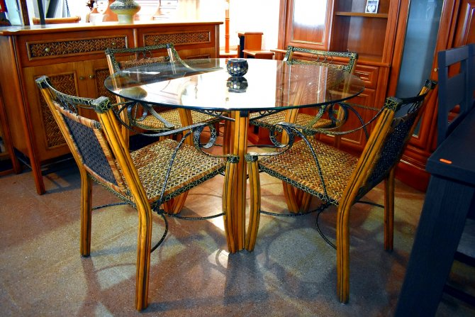 Second-hand furniture Glass Table and Chairs, Torrevieja, Spain
