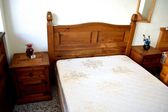 Second-hand furniture Kingsize Headboard and Bedsides, Torrevieja, Spain