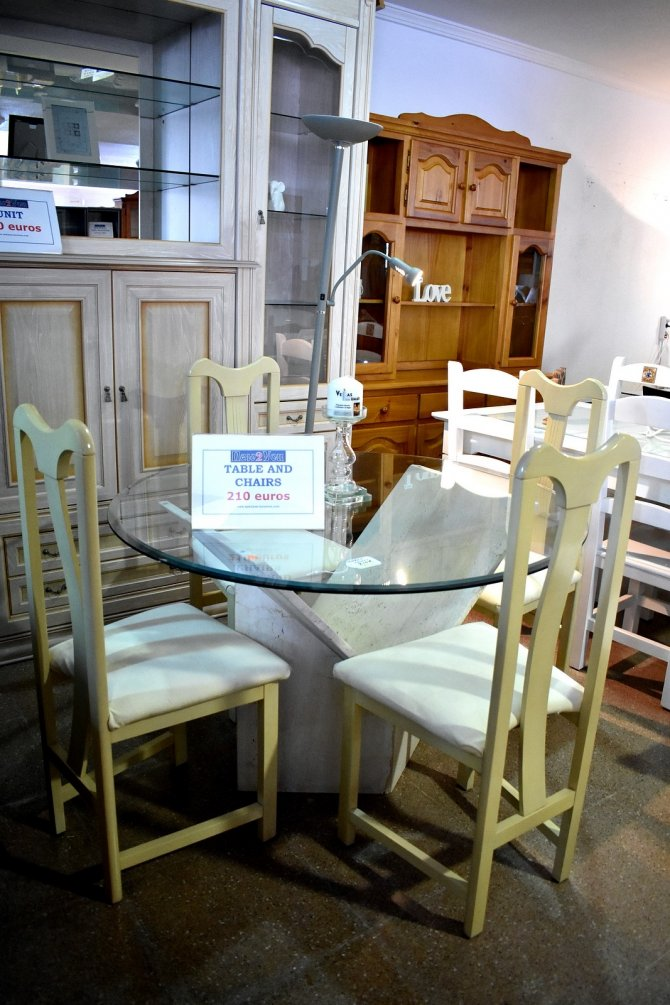 Second-hand furniture Glass Table and 4 Chairs, Torrevieja, Spain