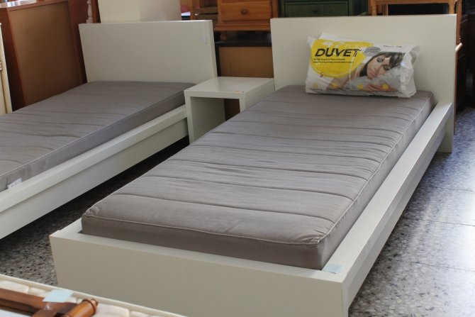 Second-hand furniture Pair of Single Beds and Bedside, Torrevieja, Spain