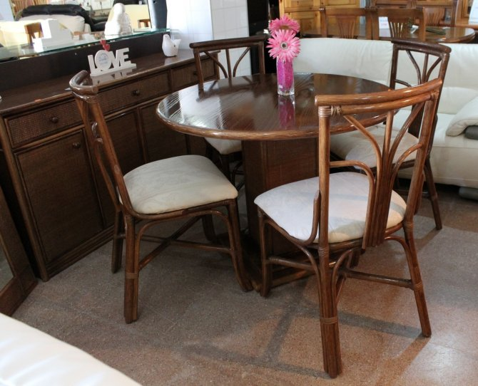 Second-hand furniture Table, Chairs, Sideboard and Mirror, Torrevieja, Spain