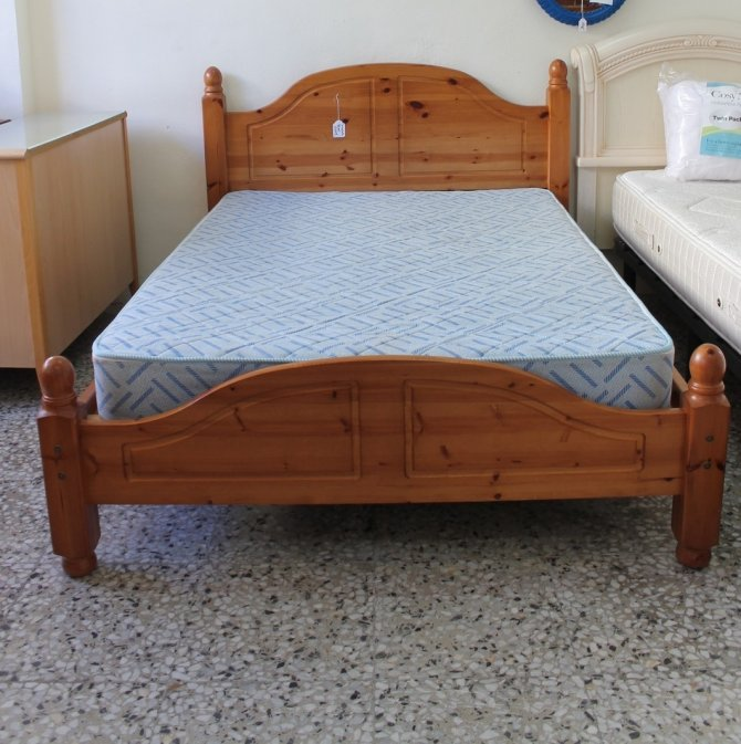 Second-hand furniture Pine Bed, Torrevieja, Spain
