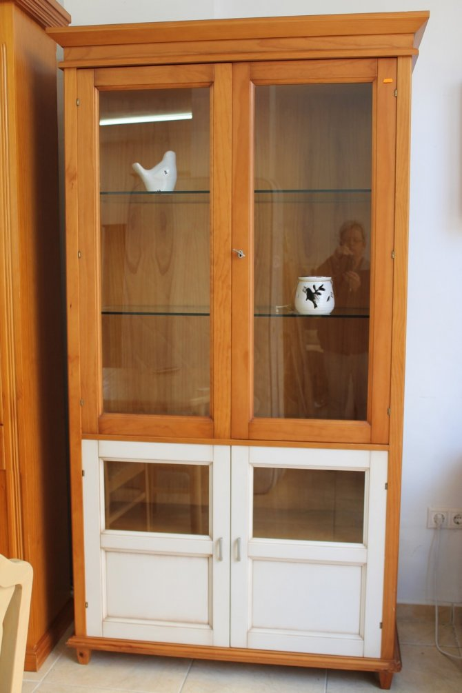 Second-hand furniture Cabinet, Torrevieja, Spain