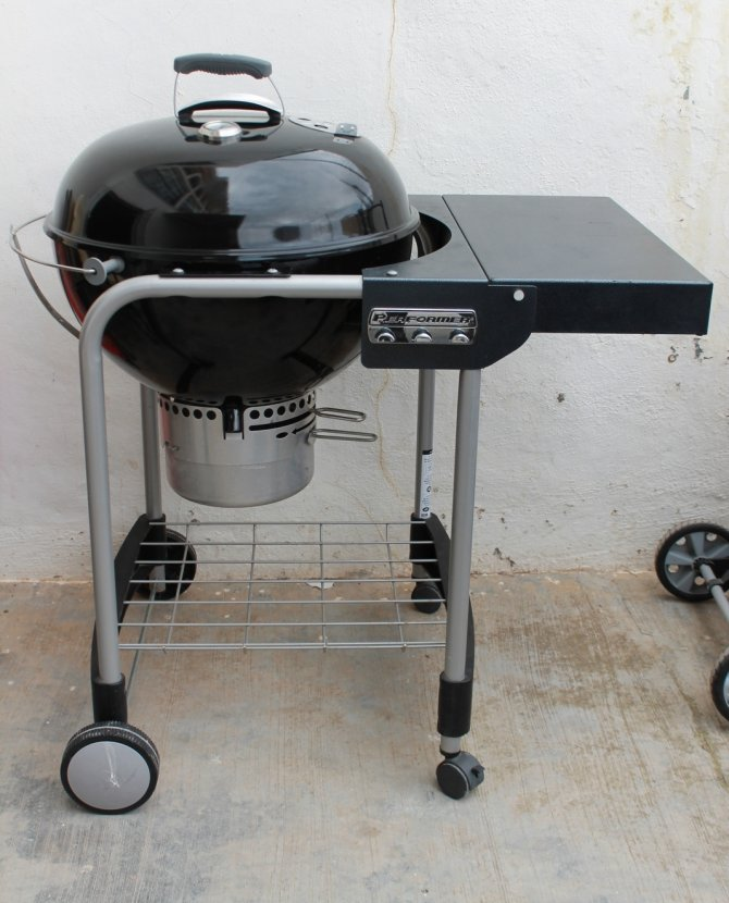 Second-hand furniture BBQ, Torrevieja, Spain