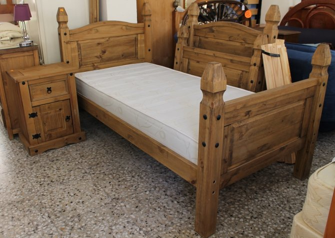 Second-hand furniture Pair of Beds and Bedside, Torrevieja, Spain