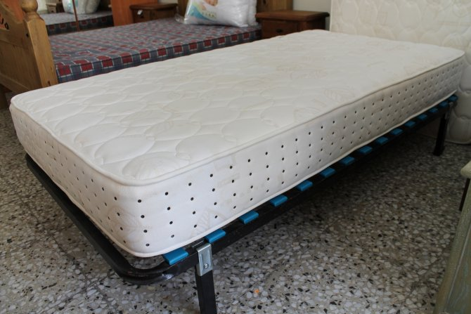 Second-hand furniture Pair of Single Beds, Torrevieja, Spain