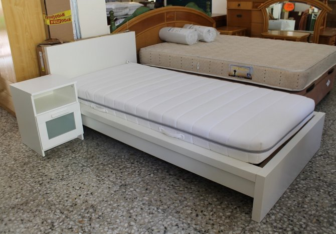 Second-hand furniture Pair of Single Beds & Bedside, Torrevieja, Spain