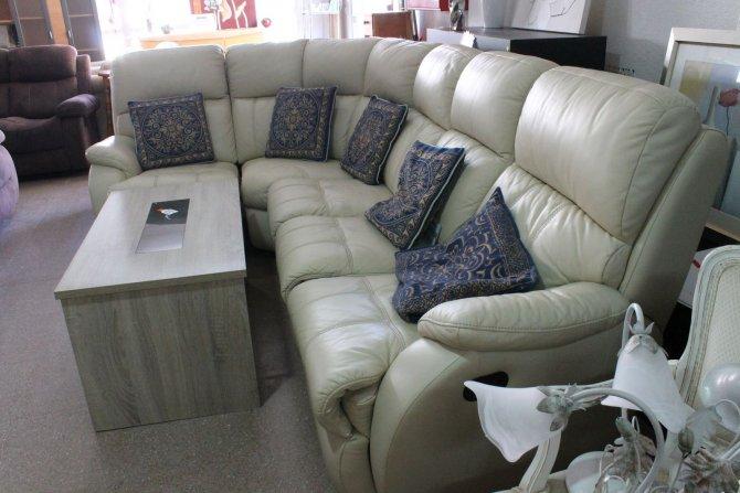 Second-hand furniture Corner leather sofa, Torrevieja, Spain