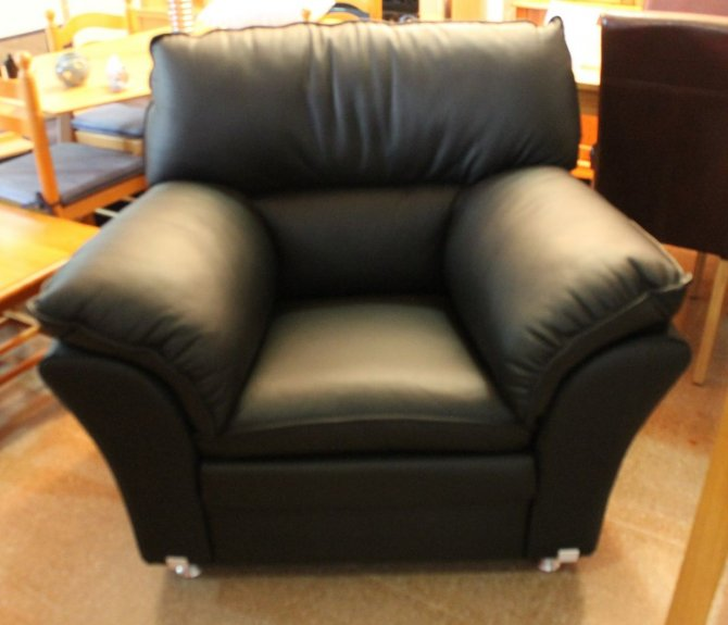 Second-hand furniture Leather Armchair, Torrevieja, Spain