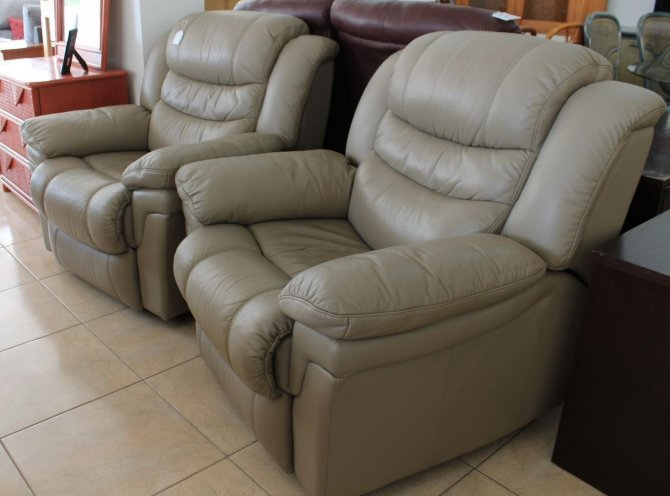 Second-hand furniture Pair leather recliner chairs, Torrevieja, Spain