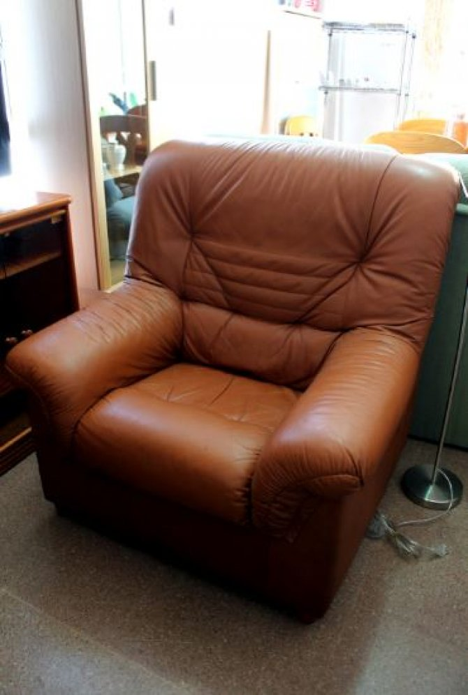Second-hand furniture Brown Leather Armchair, Torrevieja, Spain