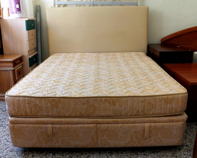 Second-hand furniture Kingsize Storage Bed, Torrevieja, Spain