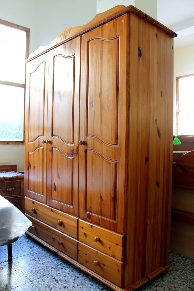 Second-hand furniture Pine Wardrobe, Torrevieja, Spain