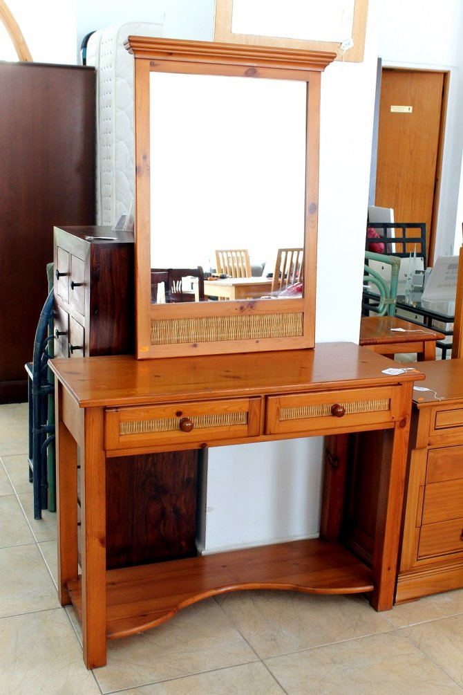 Second-hand furniture Unit and Mirror, Torrevieja, Spain