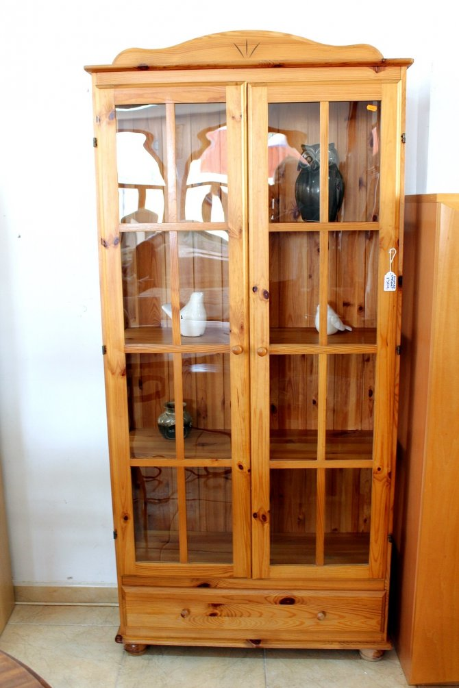 Second-hand furniture Display Cabinet, Torrevieja, Spain