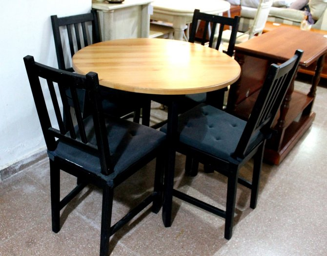 Second-hand furniture Table and Chairs, Torrevieja, Spain