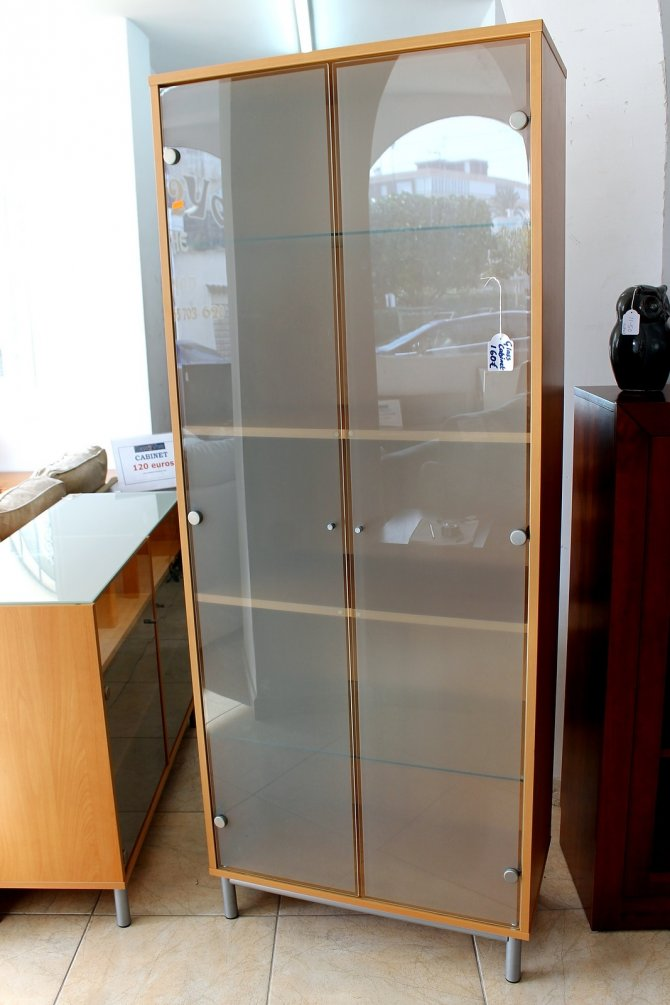 Second-hand furniture Glass Cabinet, Torrevieja, Spain