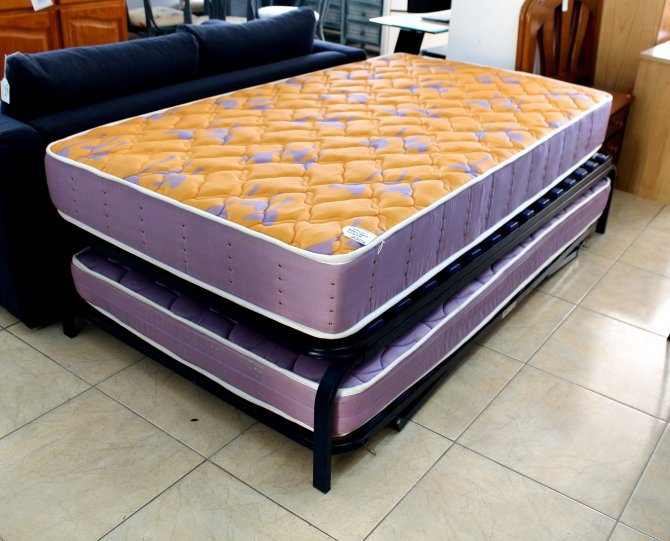 Second-hand furniture Extra large Bed/Bed Under, Torrevieja, Spain
