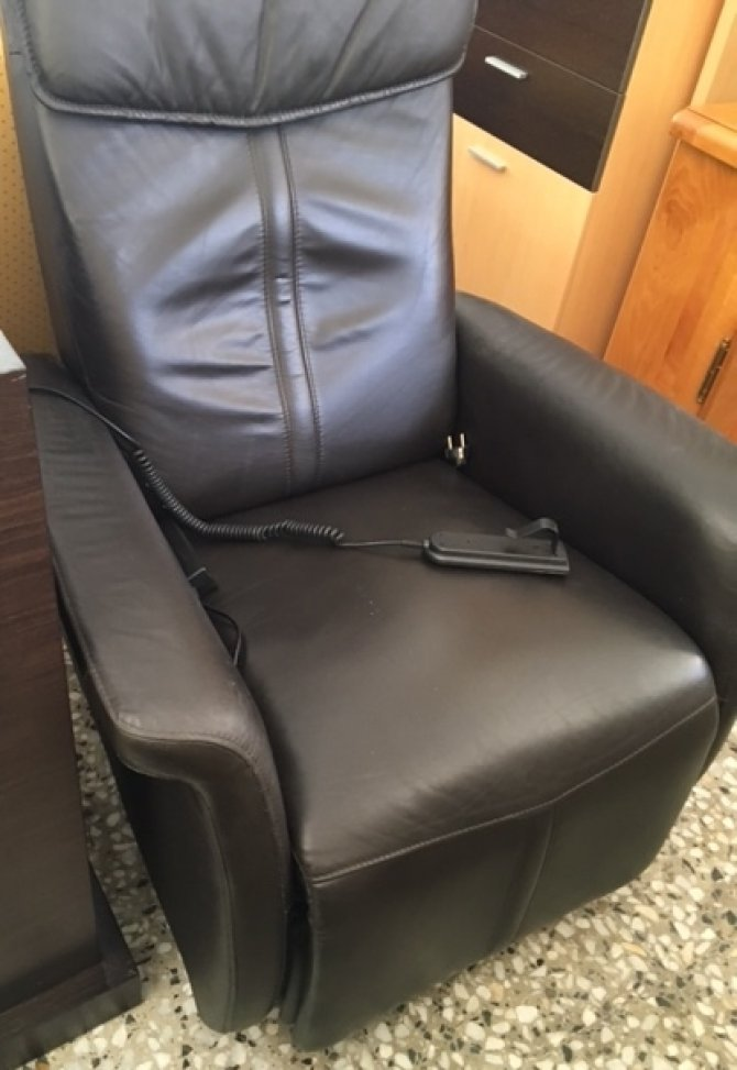 New2you furniture second hand armchairs for the living for Lift furniture to second floor